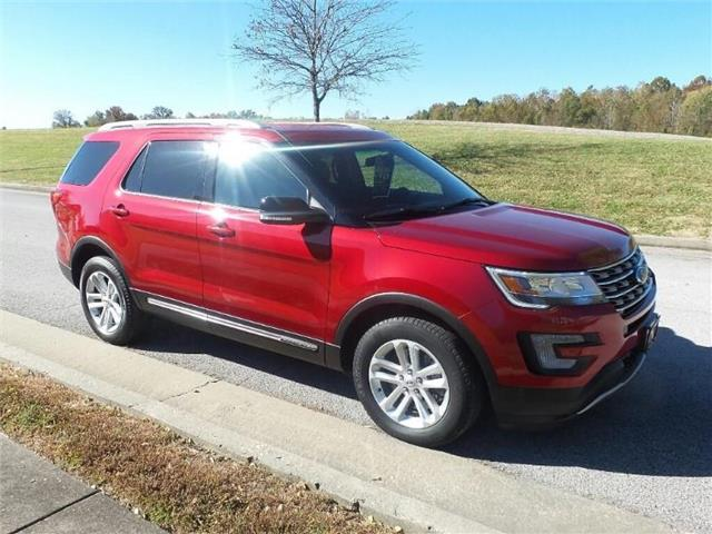 Pre-Owned 2017 Ford Explorer XLT Front-wheel Drive
