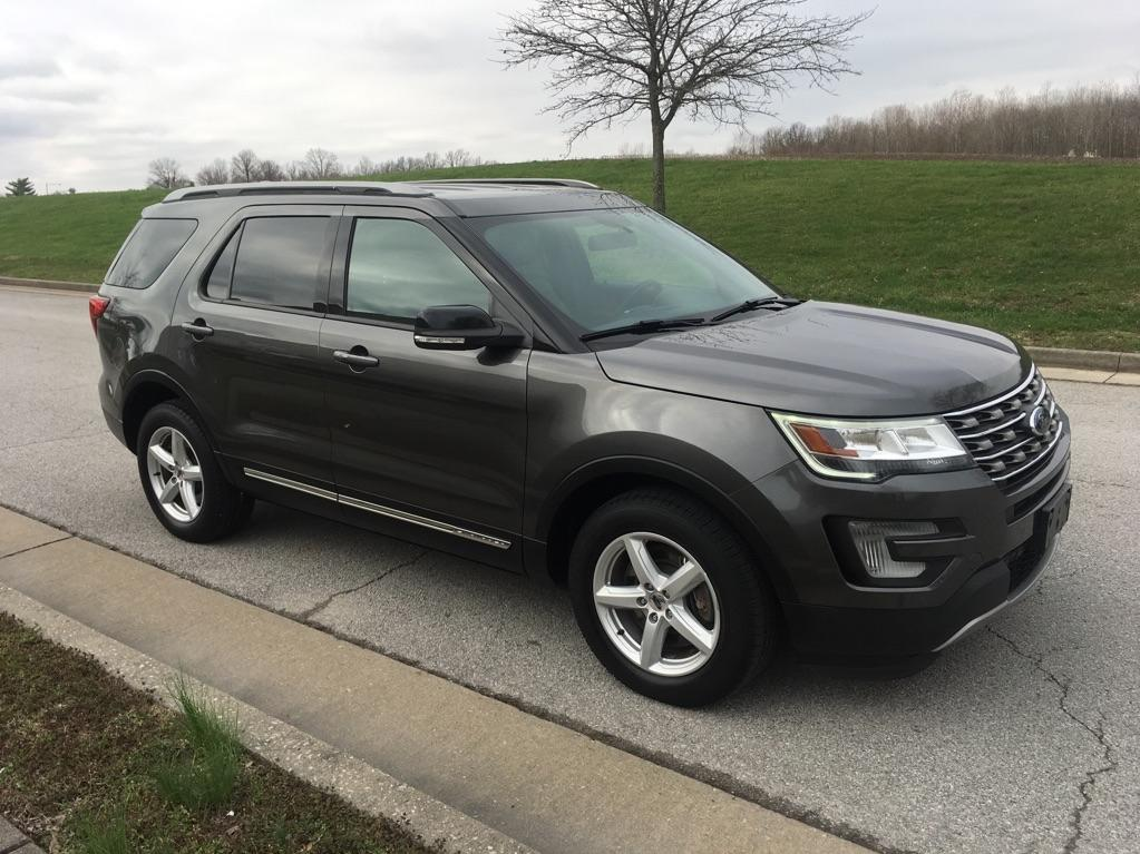 Pre-Owned 2017 Ford Explorer XLT 4x4