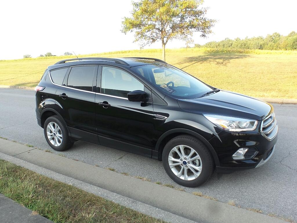 Pre-Owned 2017 Ford Escape SE Front-wheel Drive