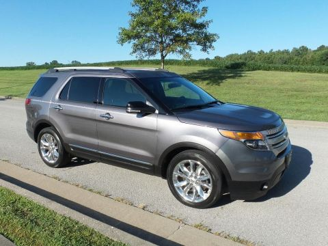 Pre-Owned 2014 Ford Explorer XLT Front-wheel Drive