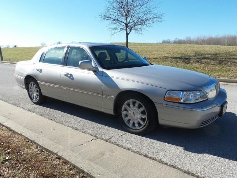 Pre-Owned 2007 Lincoln Town Car Signature Limited Sedan