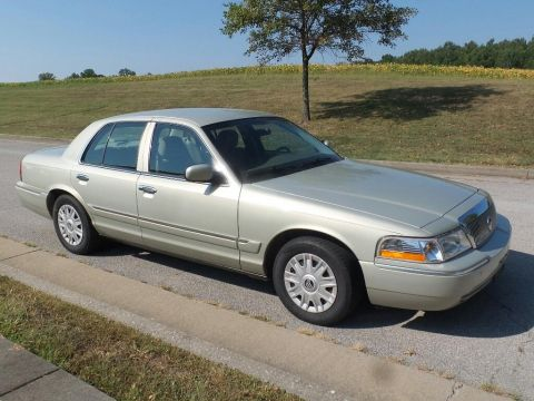 Pre-Owned 2004 Mercury Grand Marquis